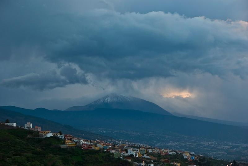 /var/www/vhosts/acanmet.org/httpdocs/portal/media/fotos/mes/enero2010/Niebla_31_Primeras-nieves-en-el-Teide image